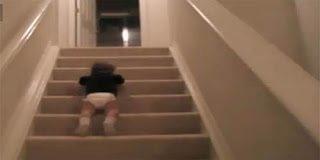 Δείτε πως κατεβαίνω απο τα σκαλιά