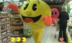 Pacman  από ανθρώπους μέσα σε κατάστημα