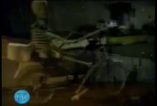 Σκελετός οδηγεί μηχανάκι, η πιο πετυχημένη φάρσα