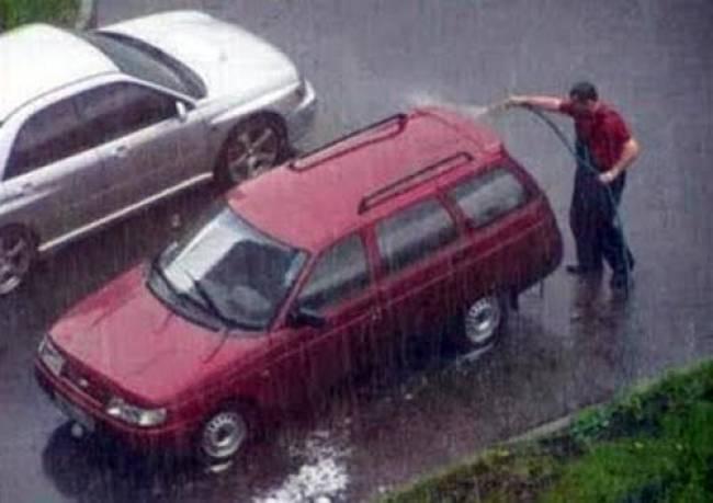 Πλύσιμο αυτοκινήτου εν ώρα βροχής