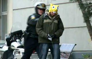 Κοροϊδεύοντας τους αστυνομικούς