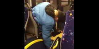 Όταν κοιμάσαι στο λεοφωρείο