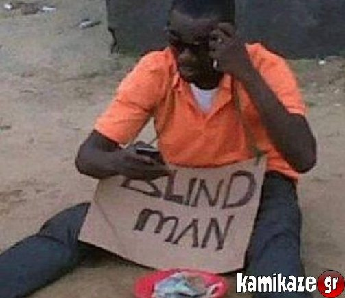Τυφλός και διαβάζει στο κινητό του...
