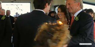 Άτυχη στιγμή - Πήραν φωτιά τα μαλλιά της φωτογράφου σε γάμο