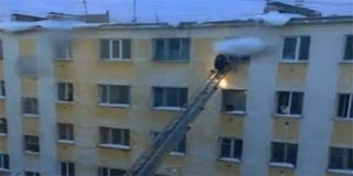 Ο θαρραλέος πυροσβέστης - Δείτε τι έκανε για να σώσει το βρέφος