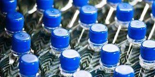 Αγοράζεται και εσείς εμφιαλωμένο νερό;  Διαβάστε αυτό και αναθεωρήστε