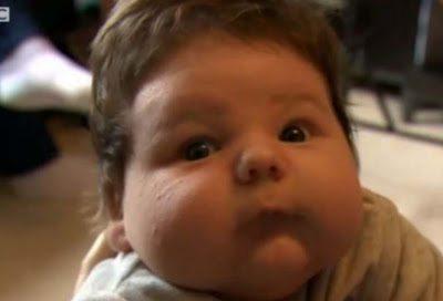 Αυτό είναι το μωρό γίγαντας που γεννήθηκε στην Βρετανία