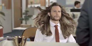 Η καλύτερη διαφήμιση που έχουμε δει για αντρικό σαμπουάν