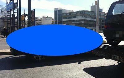 Αυτό είναι το ταξί που κυκλοφορεί στην Αθήνα και έχει κάνει θραύση στο Internet