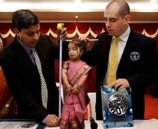 Αυτή είναι η πιο κοντή γυναίκα παγκοσμίως