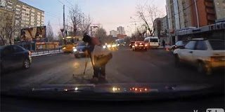 Video:Η ανθρωπιά καταγράφεται στους δρόμους της Ρωσίας