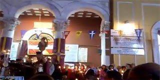 Video: O Super Ιερέας που πετούσε βεγγαλικά την ώρα που έψελνε το Χριστός Ανέστη