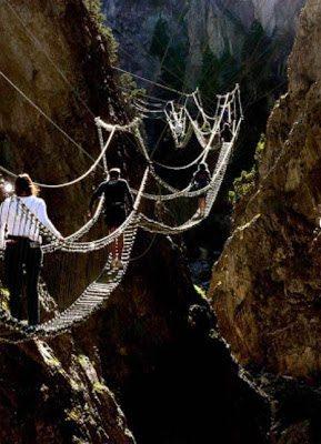 Έχει μήκος 468 μέτρα και ύψος 309 μέτρα.