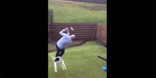 Golf: Η πιο αστεία βολή με μπαστούνι - Video