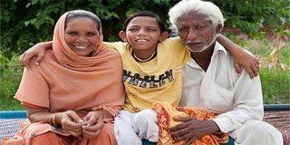 Το αγόρι με την ουρά που λατρεύετε σαν Θεός στην Ινδία