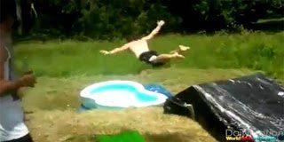 Τα πιο αστεία ατυχήματα σε νεροτσουλήθρες (video)