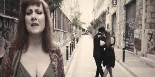 Το Ισπανικό τραγούδι με της Ελληνικές λέξεις που κάνει θραύση