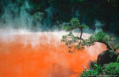 Αυτή είναι η κατακόκκινη λίμνη της Κολάσεως3
