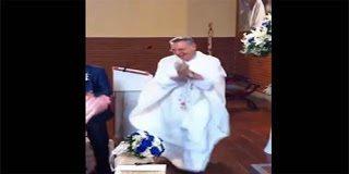 Ο πιο τρέντι ιερέας