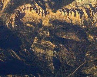 Βράχια και βουνά με ανθρώπινη μορφή 2
