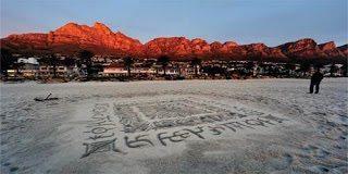 Απίστευτες καλλιγραφίες στην άμμο (pics)