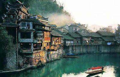 Η υπέροχη πόλη Fenghuang στην Κίνα