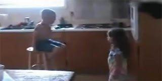 Αστείο video  - Η μάχη των δυο φύλων σε παιδική κιόλας ηλικία με θέμα τον γάμο