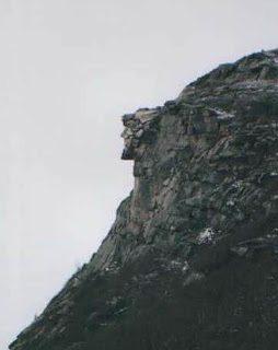 Βράχια και βουνά με ανθρώπινη μορφή 4