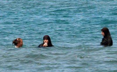 Μπάνιο στην θάλασσα
