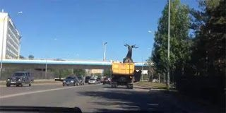 Το πιο σούπερ ατύχημα σε γέφυρα του Καζακστάν