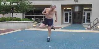 Ο παππούς που μαγεύει με τα κατορθώματά τα του στο footbag