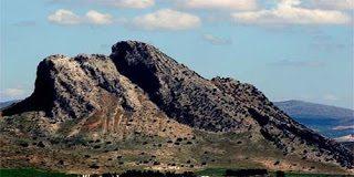 Βράχια και βουνά με ανθρώπινη μορφή