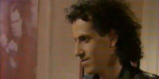 Δείτε τον Χάρη Ρώμα το 1983 με μαλλί άλλα Στάθη Ψάλτη (video)