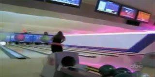 Δείτε τι καταστροφή προκάλεσε μια ξανθιά που έπαιξε bowling