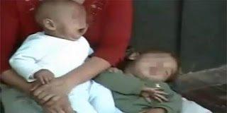 Μητέρα τσιμπάει το μωρό της για να κλαίει και να παίρνει χρήματα