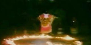 Video Σοκ!  Αφρικανός Σαμάνος αιωρείται