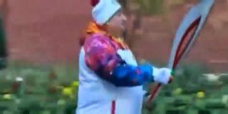Άναψαν την Ολυμπιακή φλόγα με αναπτήρα