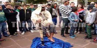 Δείτε τον άντρα που αιωρείται στην πλατεία της Ξάνθης