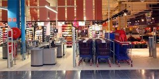 Σάλος για τα Carrefour  - Δείτε τι έχουν βάλει εντός του καταστήματος