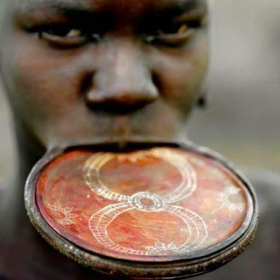 το ιδιαίτερο piercing της φυλής των Matsés και Matis 3