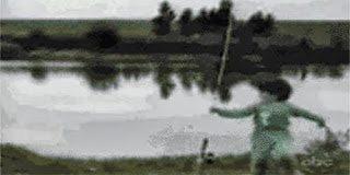 Ξεκαρδιστικό video – Ψάρι κυνηγάει παιδάκι