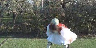 Το video με τον τσολιά που κάνει θραύση
