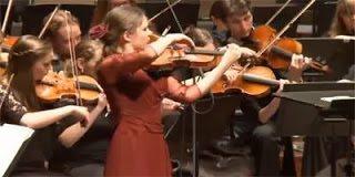 Η Ολλανδή βιολονίστρια που έπαιξε Τσιτσάνη σε συναυλία
