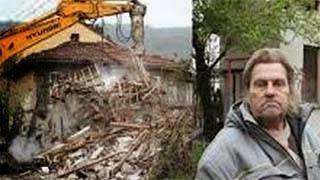Κατεδάφισε το κατασχεμένο σπίτι του και δείτε τι έκανε με τα μπάζα...