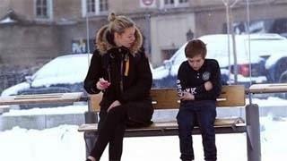 Πείραμα: Τι συμβαίνει όταν ξένοι βλέπουν ένα παιδί να παγώνει από το κρύο;