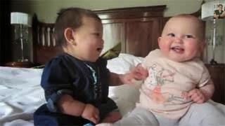 Πολύ όμορφο video -  Όταν τα μωρά προσπαθούν να συνεννοηθούν