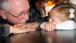 Δείτε τι άφησε σαν κληρονομιά ο παππούς στα μικρά εγγόνια του