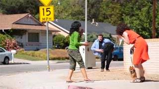 Απίθανο video! Άνδρας κόβει τον εαυτό του στη μέση