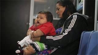 Απομάκρυναν μωρό από την μητέρα του για να το σώσουν...