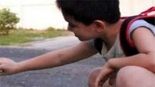 Πατέρας παρακολούθησε τον γιο του και δείτε τι ανακάλυψε
